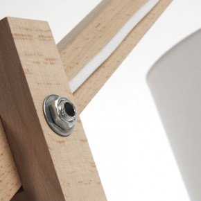 Lámpara de pie Riaz de madera maciza de haya con pantalla blanca